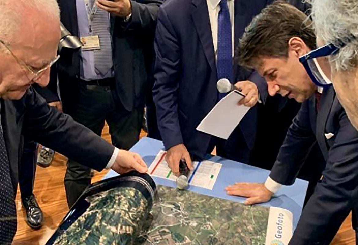MAPSAT present activities to the Italian Prime Minister.